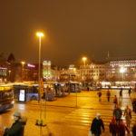 フィンランド駅前の夜の街並み
