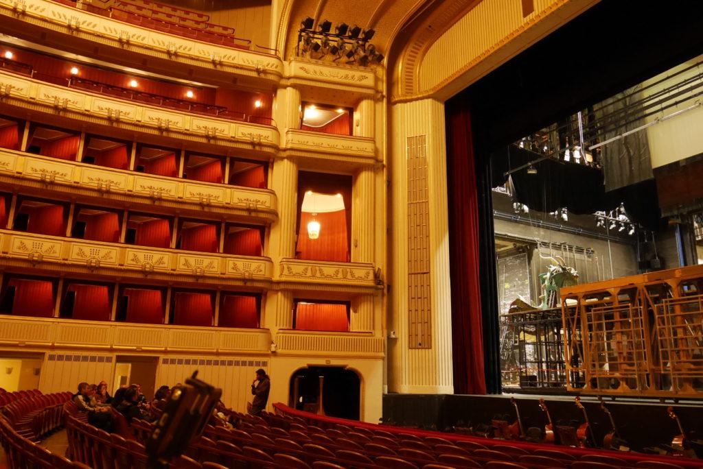 国立歌劇場の館内の様子
